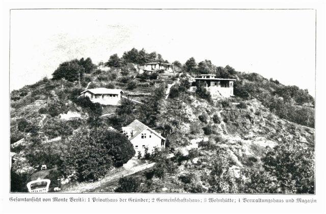Häuser auf dem Monte Verità im Bau